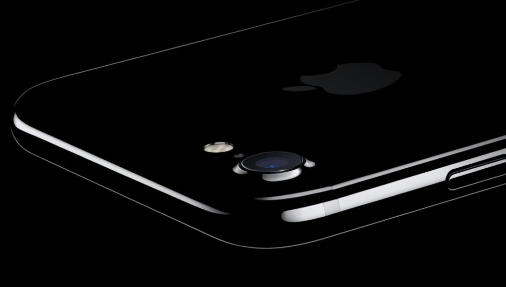 iPhone 7 Plus con funda negro brillante