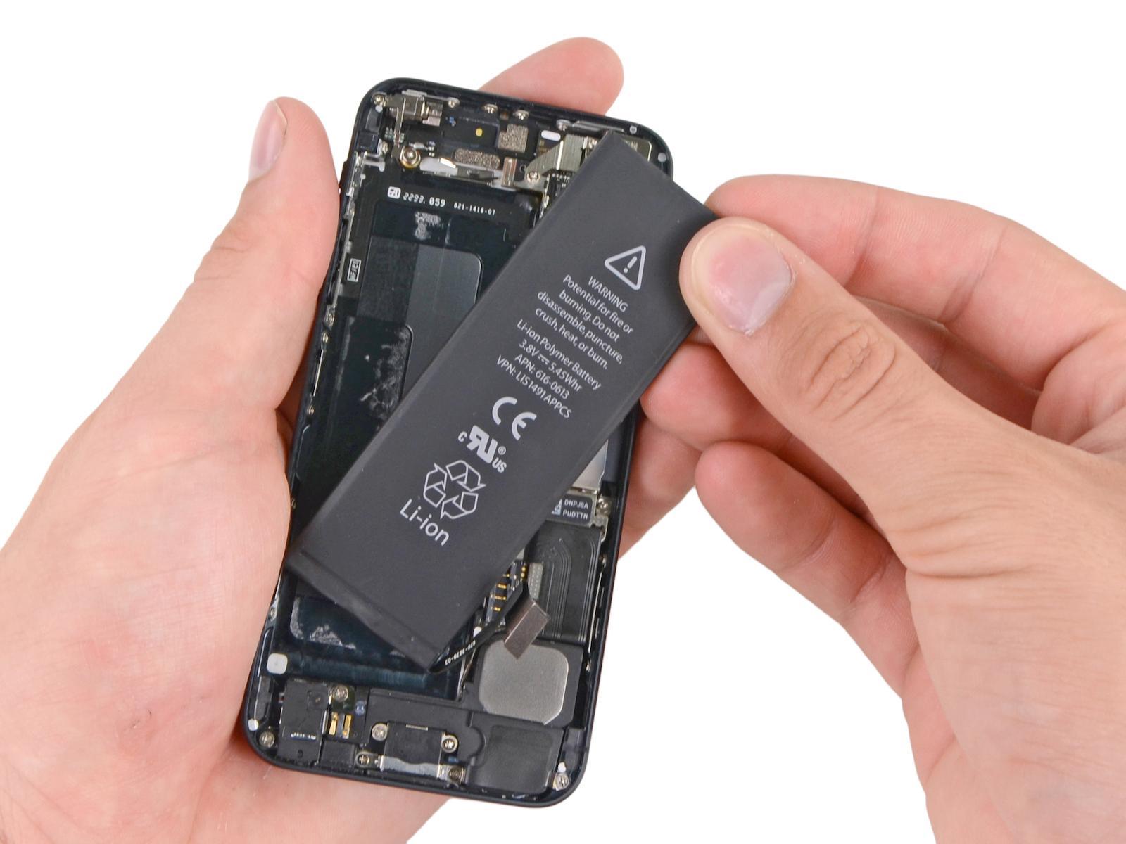 Apple castigará a usuarios que cambien batería de iPhone por su cuenta