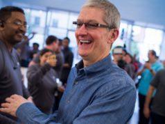 Tim Cook en una Apple Store