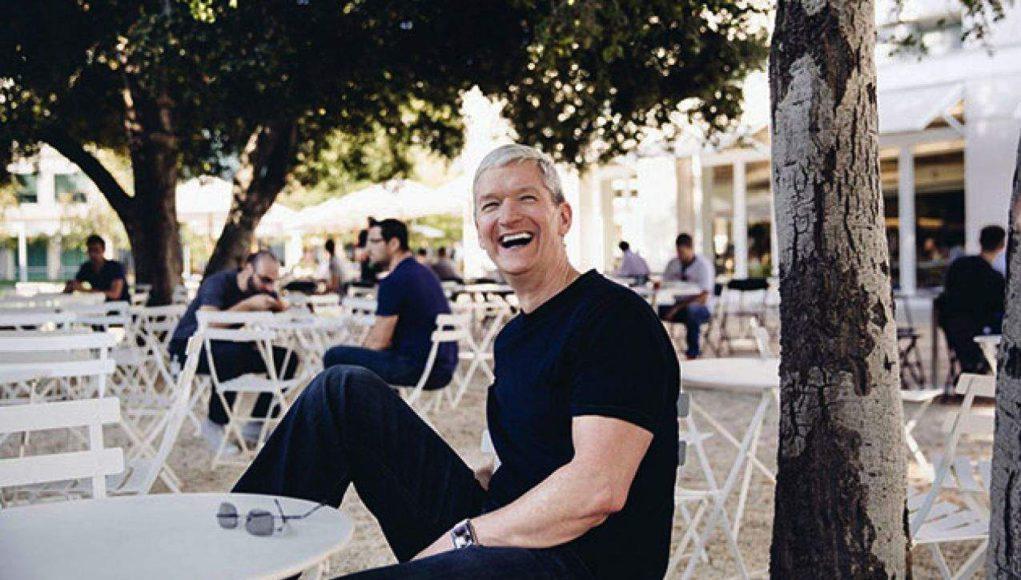 Se subasta almuerzo con Tim Cook en el Apple Park con fines caritativos