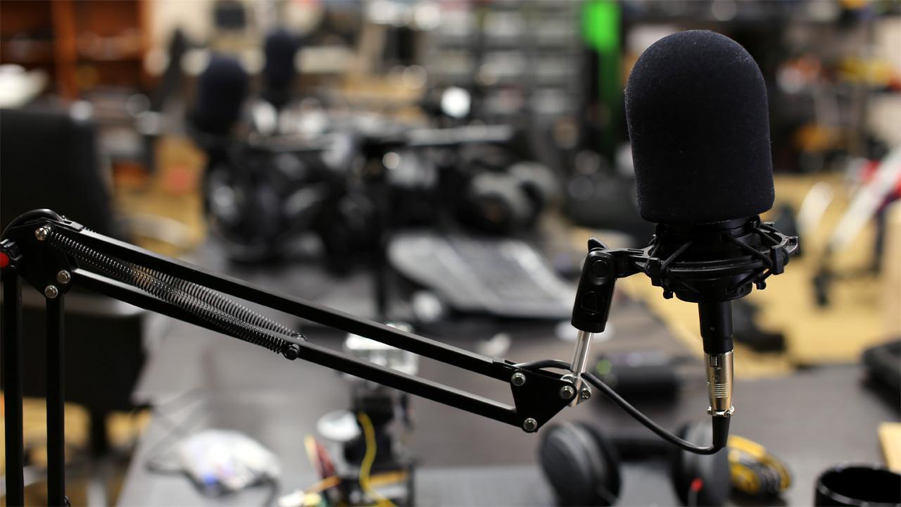Muchos medios de comunicación y programas suben episodios a distintos clientes de podcast.