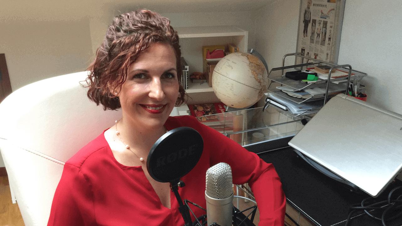 Iratxe Gómez es la primera voz de Siri en español