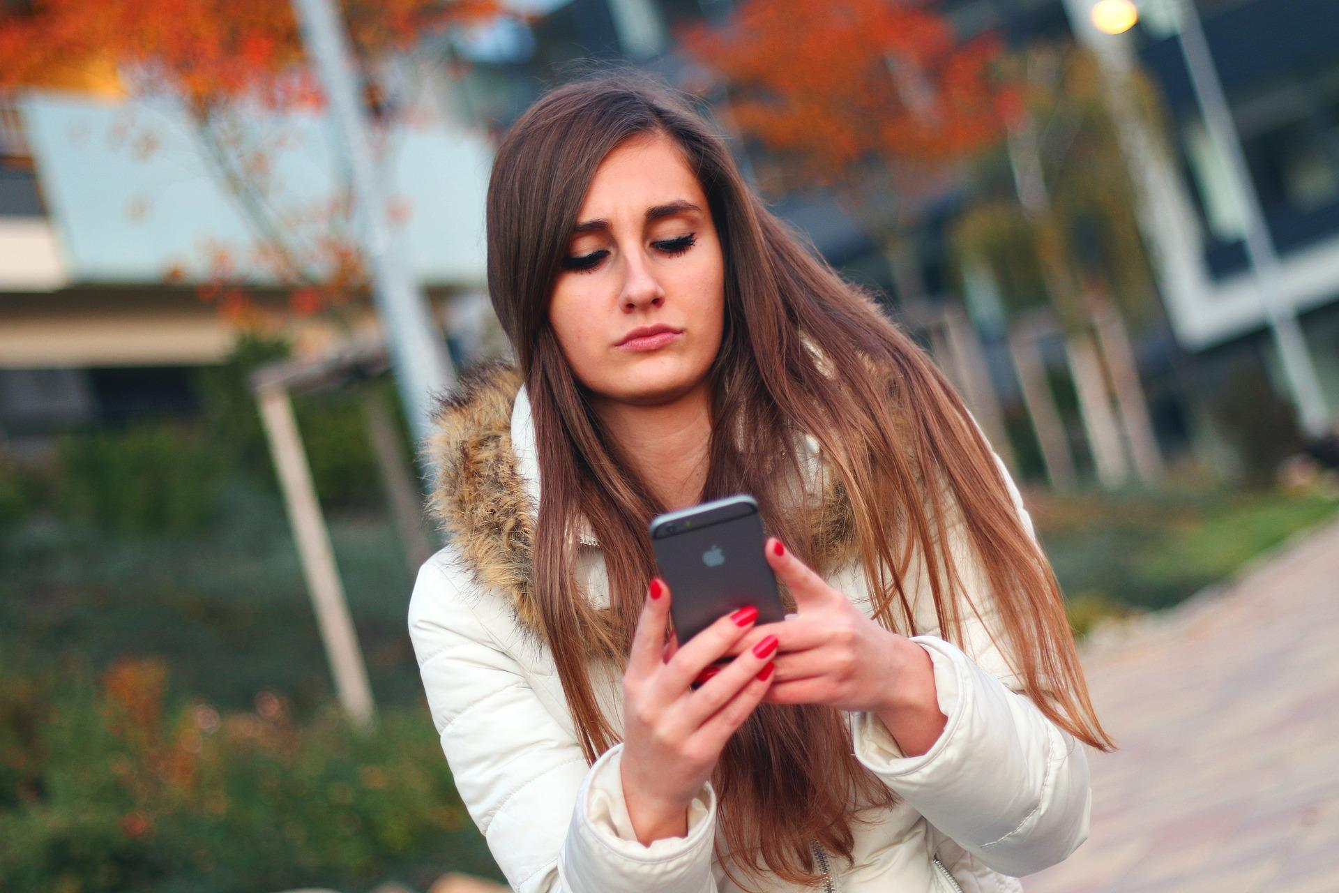 Chica-iPhone-Apple
