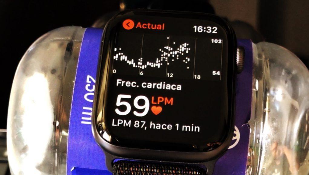 Apple Watch frecuencia cardiaca botella