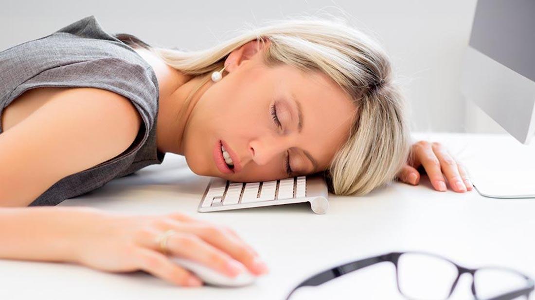 mujer dormida mac