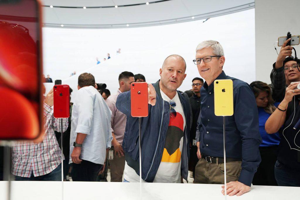 Tim Cook y Jony Ive durante la presentación de los iPhone XS y XR