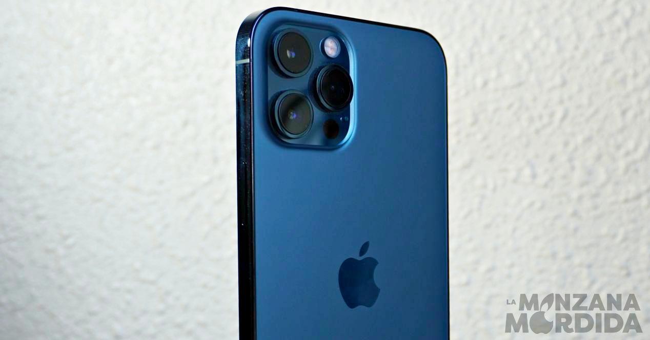 iPhone 12 Pro Max en azul